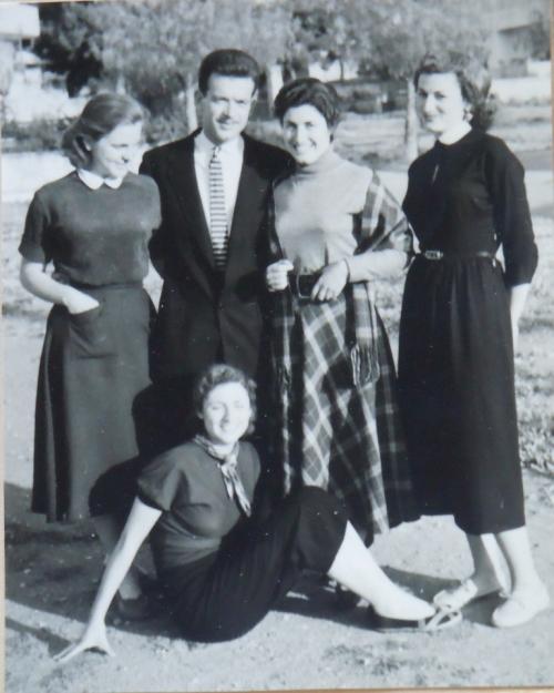 Gr Helen och systrar