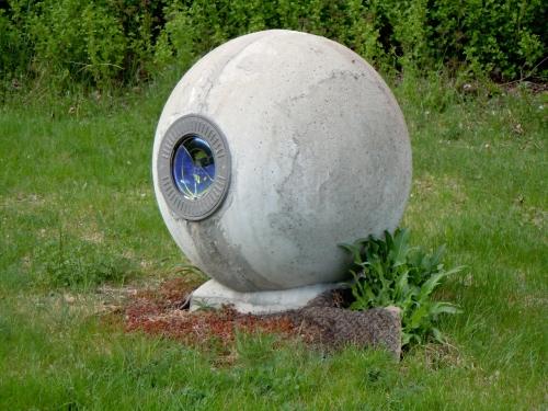 U Väsby liten betongkula kr