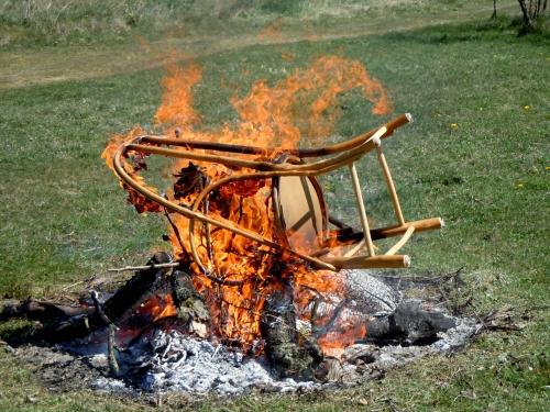 Stolen brinner kr