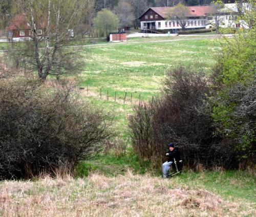 Lasse stannade nedanför kullen