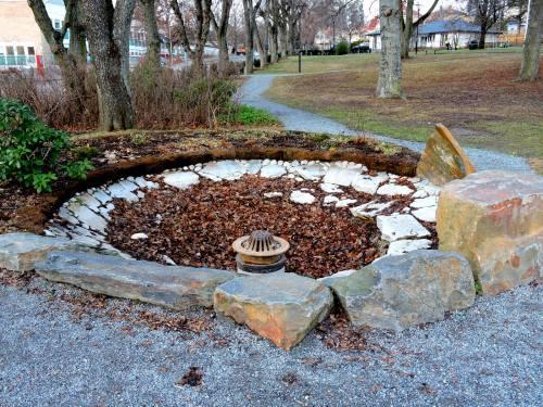 Slukhålet i Hugo Sabels park som ska representera döden
